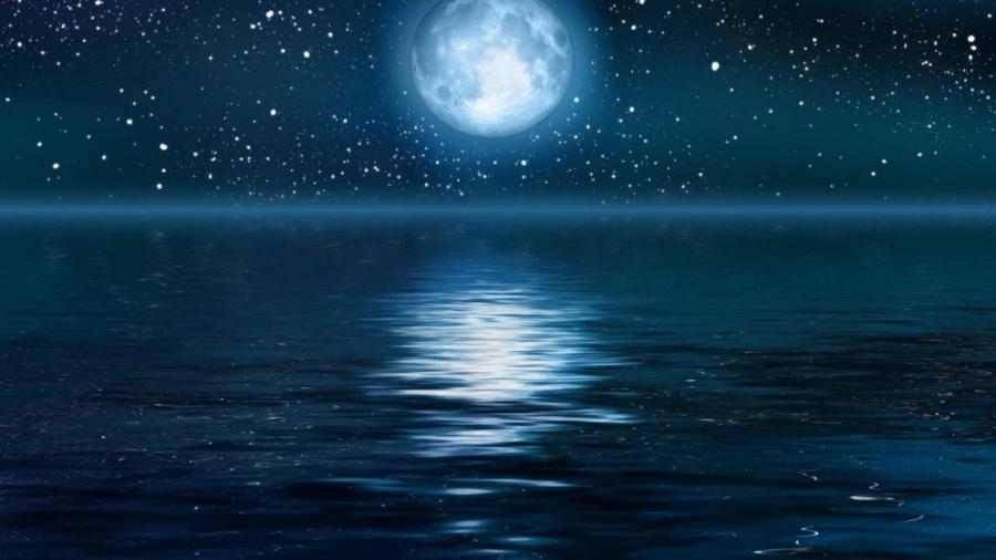 full_moon_over_ocean